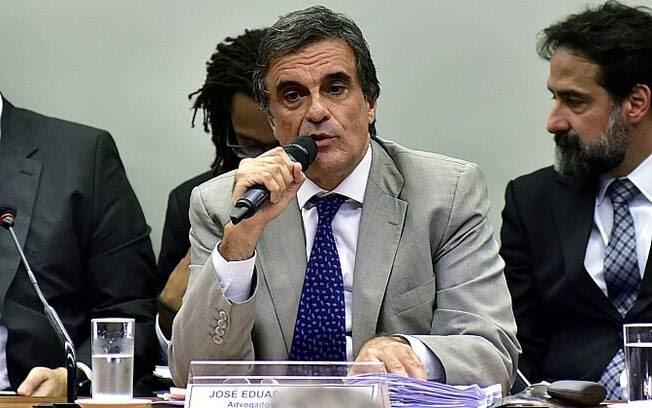 Advogado-geral da União, Cardozo é o responsável pela defesa da presidente Dilma em comissão