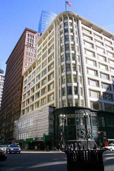 Archivo:2010-03-03 1888x2832 chicago sullivan center with heyworth building.jpg