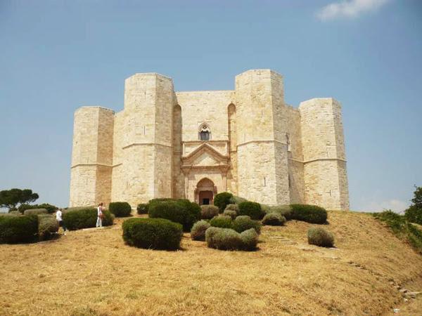 """perierga.gr - Το περίεργο """"οκτάγωνο"""" κάστρο!"""