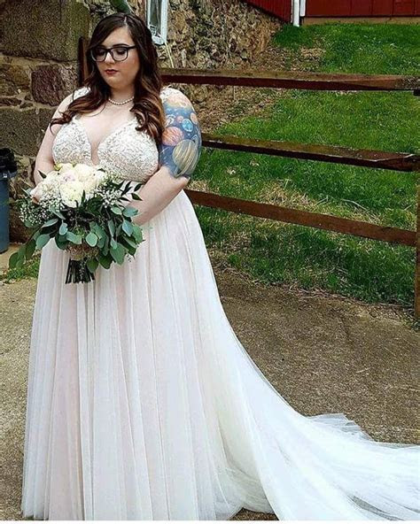 40 Lovely Plus Size Wedding Dresses for Brides on Their