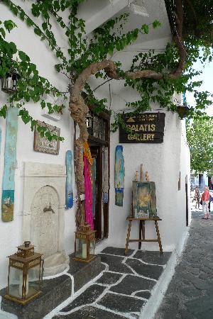narrows-street-in-mykonos