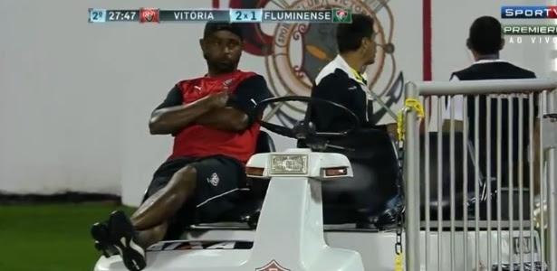 Carro-maca ficou sem motorista durante jogo entre Vitória x Fluminense