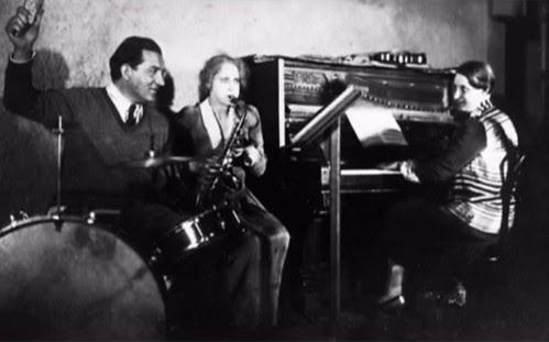 Desde la izquierda: Fritz Lang, Brigitte Helm y Thea von Harbou, en una foto publicitaria de 1927
