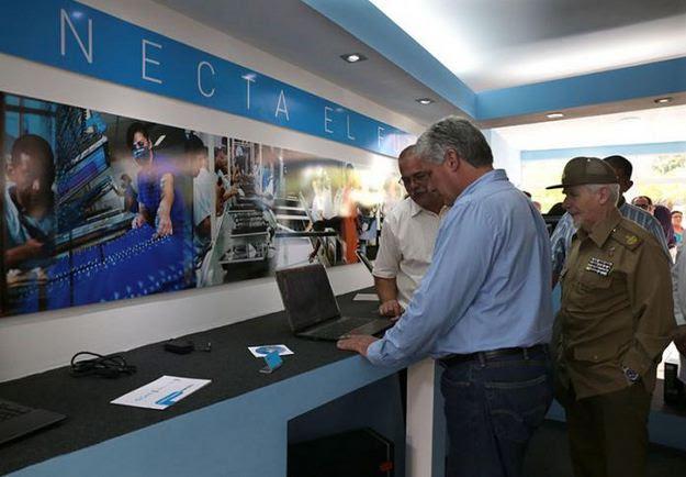 Inauguran en Cuba primera fábrica de tablets y laptops