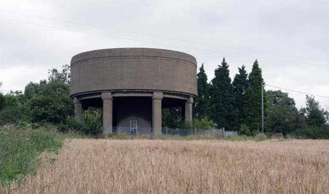 Εγκαταλελειμμένος πύργος νερού μετατράπηκε σε εντυπωσιακή κατοικία (7)