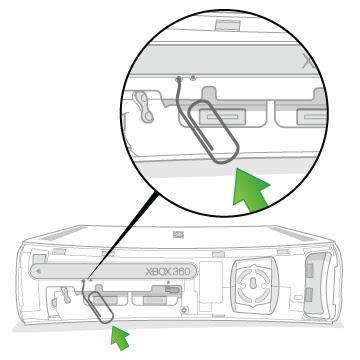 Localizar dois furos e insira o clipe de papel no primeiro orifício à esquerda