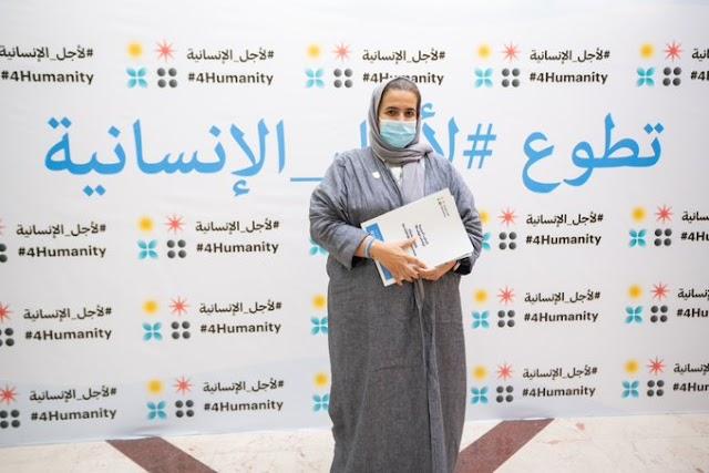 بالصور.. الشيخة لولوة بنت أحمد آل خليفة تتطوع في التجارب السريرية الثالثة للقاح (كوفيد-19)