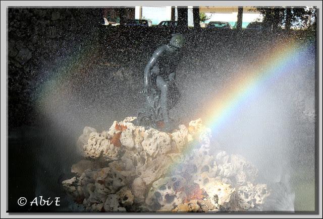 5 fuente con arco iris