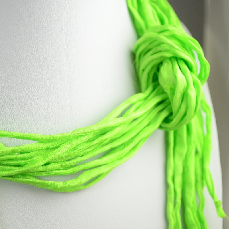 s36062 Stringing -  Silk Strings - Lime Crime (1)