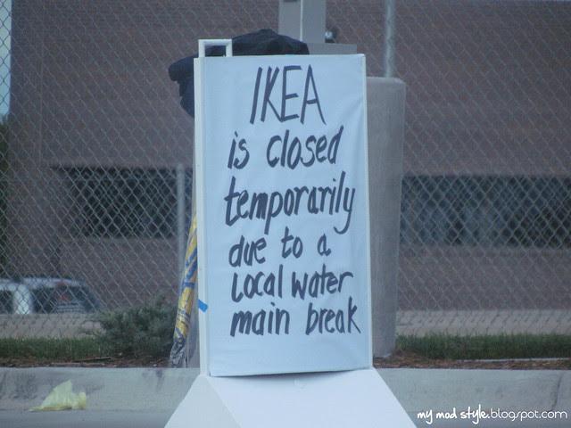 IKEA closed sign