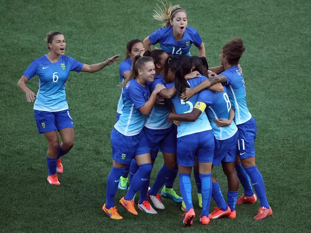 Tamires (número 6) comemora com as jogadoras a vitória na final do Pan (Foto: Tom Szczerbowski-USA TODAY Sports/Reuters)