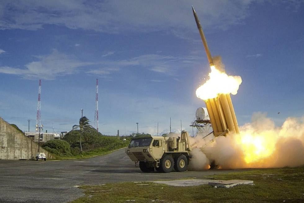 Esta imagen cedida por el Departamento de Defensa de los EE UU muestra el sistema antimisiles THAAD, desplegado en Corea del Sur.