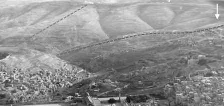 [Aerial photo of the valley of Etsel (Azal), taken in 1931 from a blimp, showing the tributaries of Nahal Etsel (stream of Azal).]