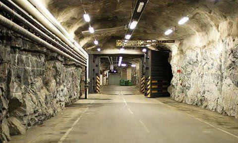 http://img.over-blog-kiwi.com/1/47/74/29/20150823/ob_159697_underground-military-facility.jpg