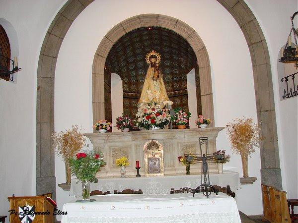 O altar do santu+írio da Penha