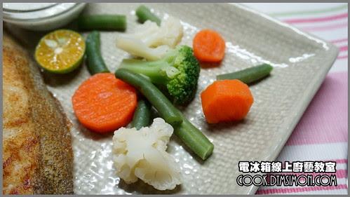 香煎蒜味鱈魚排佐塔香優格醬08.jpg