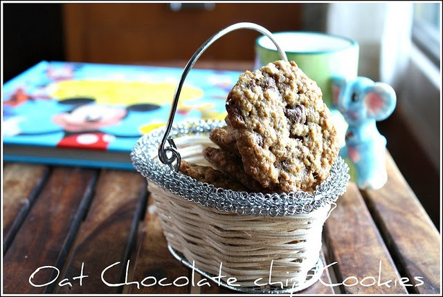 Eggless Oat Chocolate chip cookies