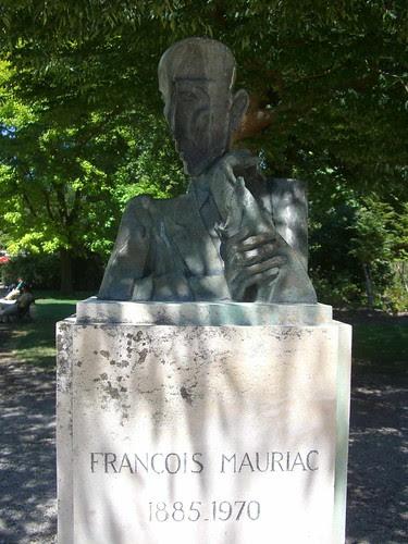 Buste de François Mauriac, Ossip Zadkine – Bordeaux, Jardin Public by Yvette Gauthier