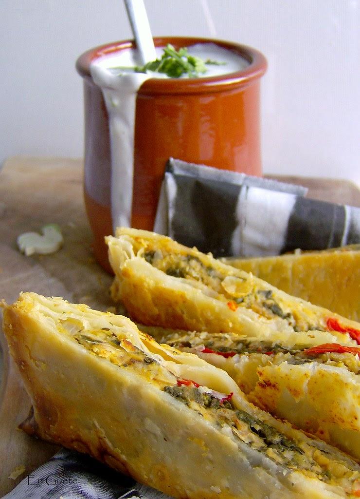 Falafel en hojaldre y salsa de cilantro