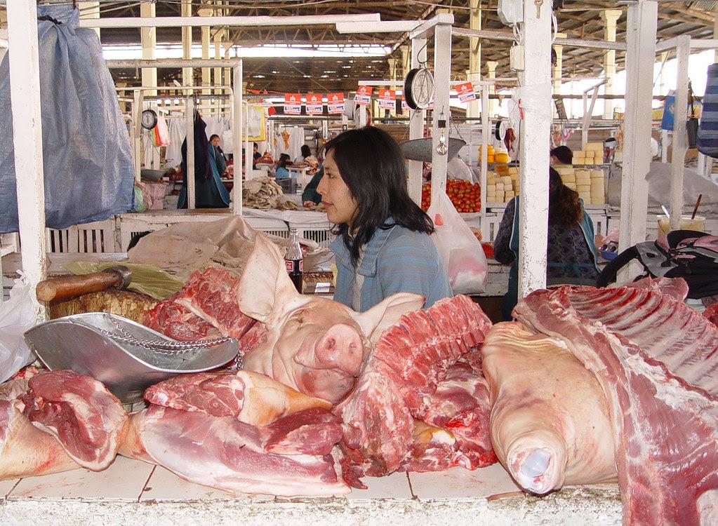 DSC01995 cuzco market hog's head