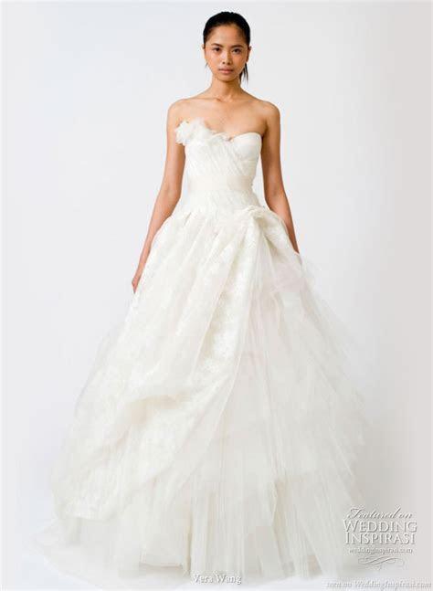 Vera Wang Spring 2011 Wedding Gowns   Wedding Inspirasi