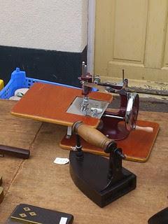 06 - Antique Mini Sewing Machine