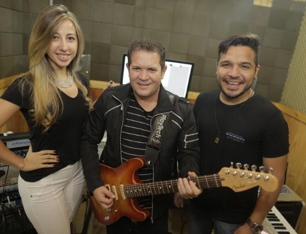 Ximbinha ao lado de Leya e Gêh Rodriguez, novos vocalistas do XCalypso