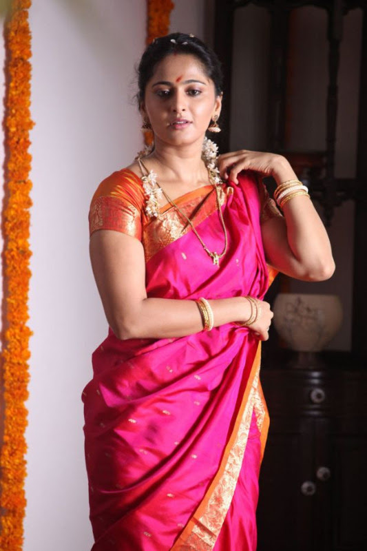 anushka hot photos in siva thandavam 19 Anushka Hot Photos in Siva Thandavam