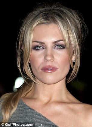 http://i.dailymail.co.uk/i/pix/2011/12/11/article-2072803-0EFC2A3F00000578-498_306x423.jpg