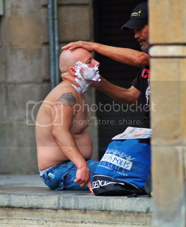 Street Shave in Barcelona [enlarge]