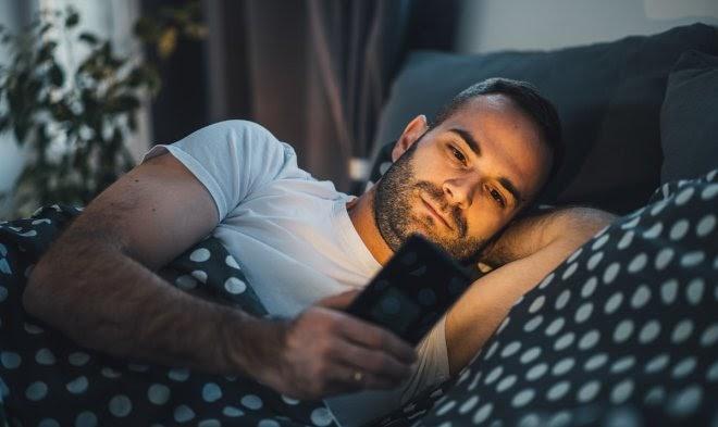 Ночной режим в смартфонах оказался бесполезен для улучшения сна