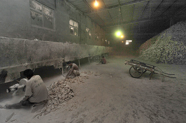 Modern slavery: workers labour in poor conditions