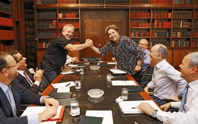 Lula se encontra com Dilma, Aloizio Mercandante, Franklin Martins, Edinho Silva, Giles Azevedo e João Santana (segundo à esq.)