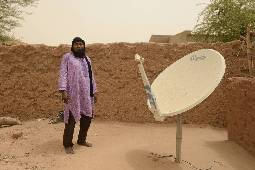 Achaman Agahli, de 39 años, fue esclavizado en la ciudad Libia de Sabha durante un mes y medio.