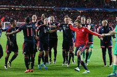 Bayern Muenchen players celebrate victory