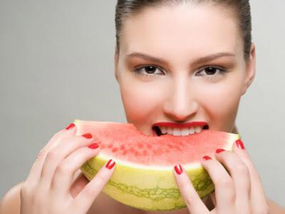 Alimentos com pigmentação vermelha, como a melancia, são excelentes para a pele