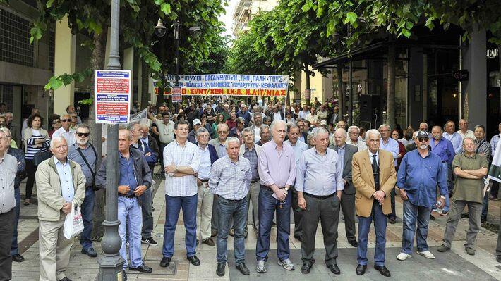 Από τη μαζική συγκέντρωση των συνταξιούχων στο Αγρίνιο