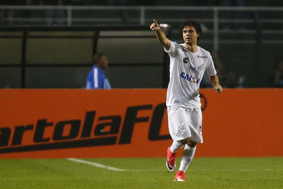 Victor Ferraz comemora o gol da vitória no apagar das luzes  (Foto: Futura Press)