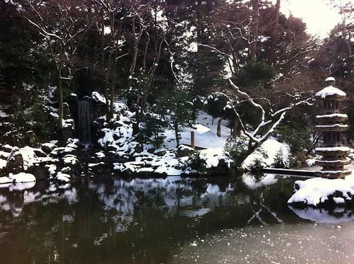 Hisago-Ike pond and the Midori waterfall