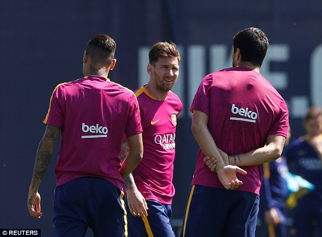 Messi (centre), Neymar (left) and Suarez train ahead of Barcelona's Copa del Rey final against Sevilla