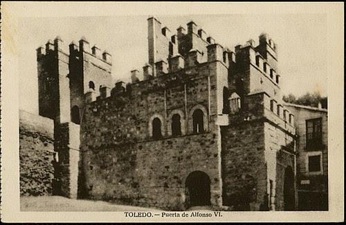 Puerta vieja de Bisagra o de Alfonso VI (Toledo) tras su restauración. Principios del siglo XX. Foto H.A.E., 1935