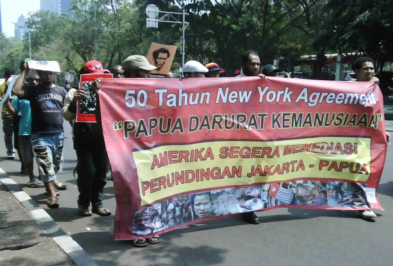 apuans protest at U.S. embassy in Jakarta, August 15, on 50th anniversary of signing New York Agreement.