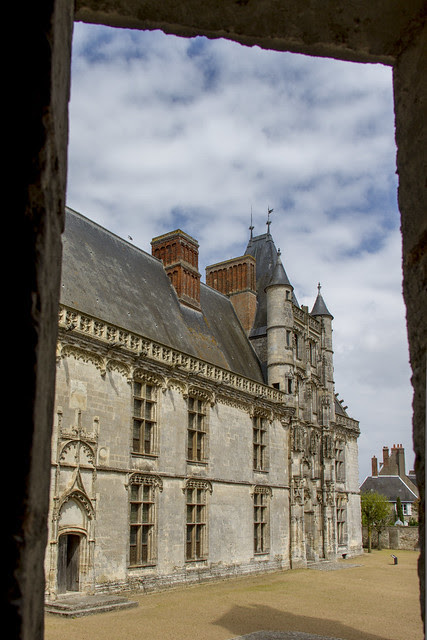 Châteaudun Longueville wing