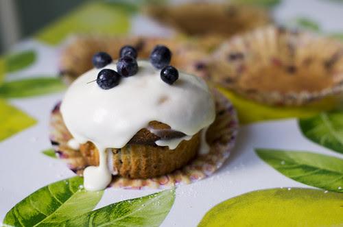 Mustikamuffinid valge šokolaadi ja toorjuustukattega/ Blueberry muffins with white chocolate and cream cheese frosting