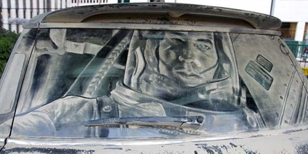 Έργα τέχνης σε σκονισμένα αυτοκίνητα (14)
