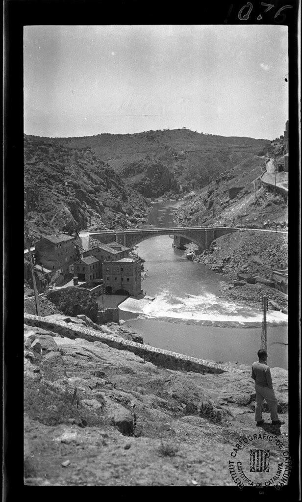 Puente Nuevo de Alcántara en 1933. Fotografía de Gonzalo de Reparaz Ruiz. © Institut Cartogràfic de Catalunya