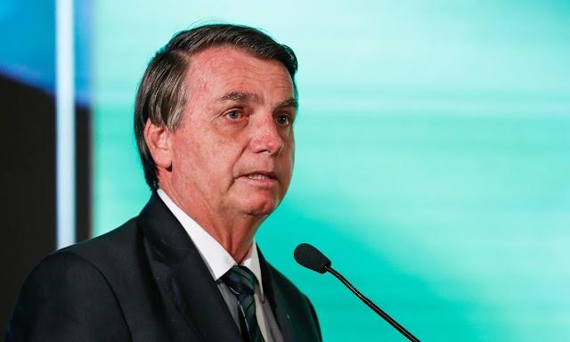Bolsa Família será de 'no mínimo R$ 300', diz Bolsonaro