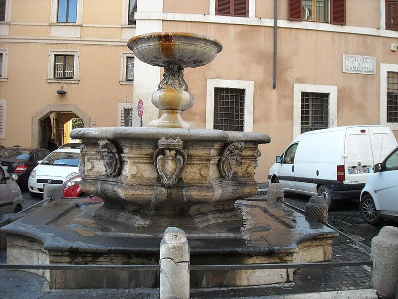 Fil: Fountain på Piazza Campitelli-1.JPG