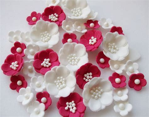 RUBY WEDDING PETALS cupcake sugarpaste edible blossom