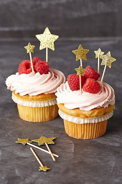 Add some glitter with these starlight cupcake toppers
